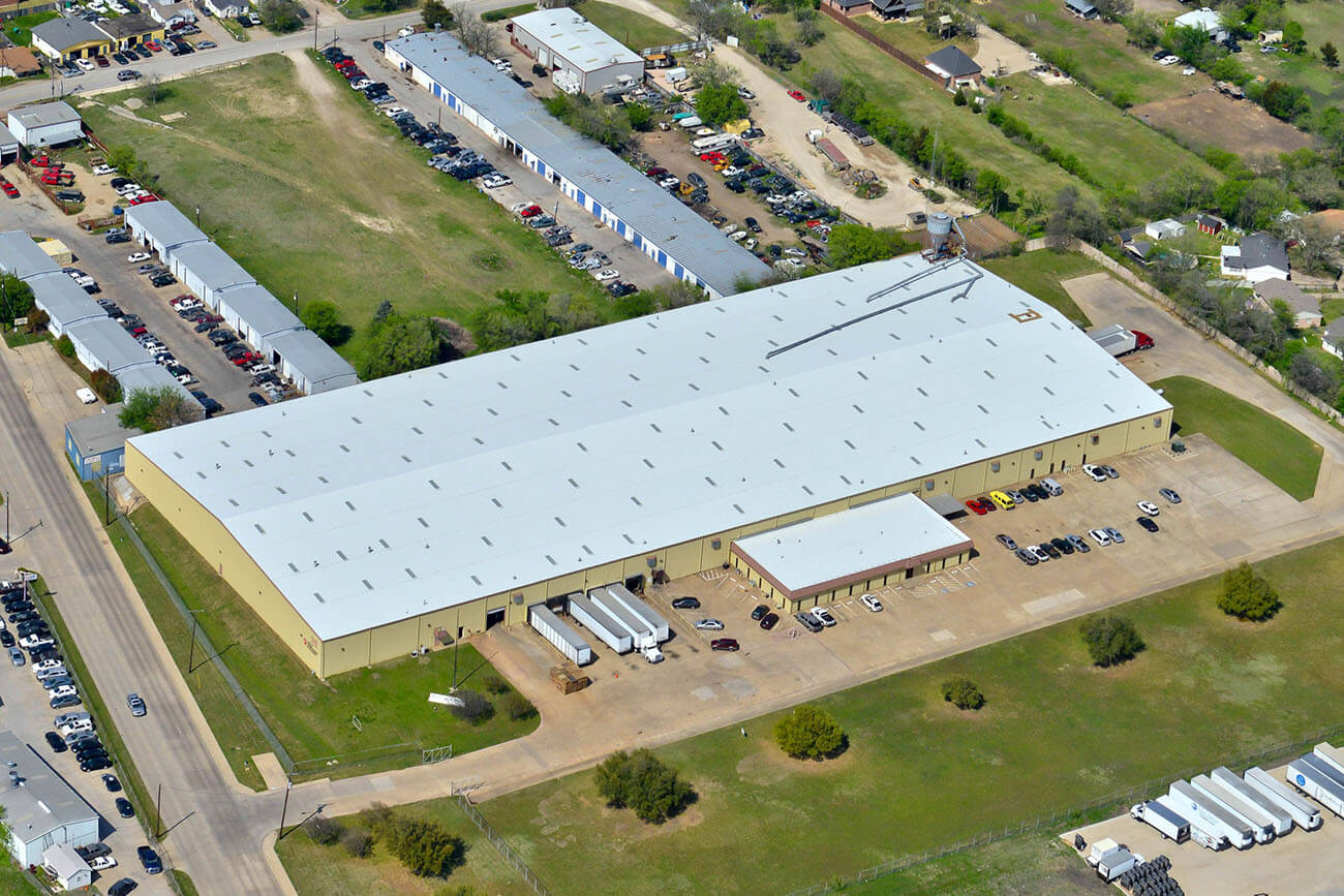 Business with new commercial roof in Texas