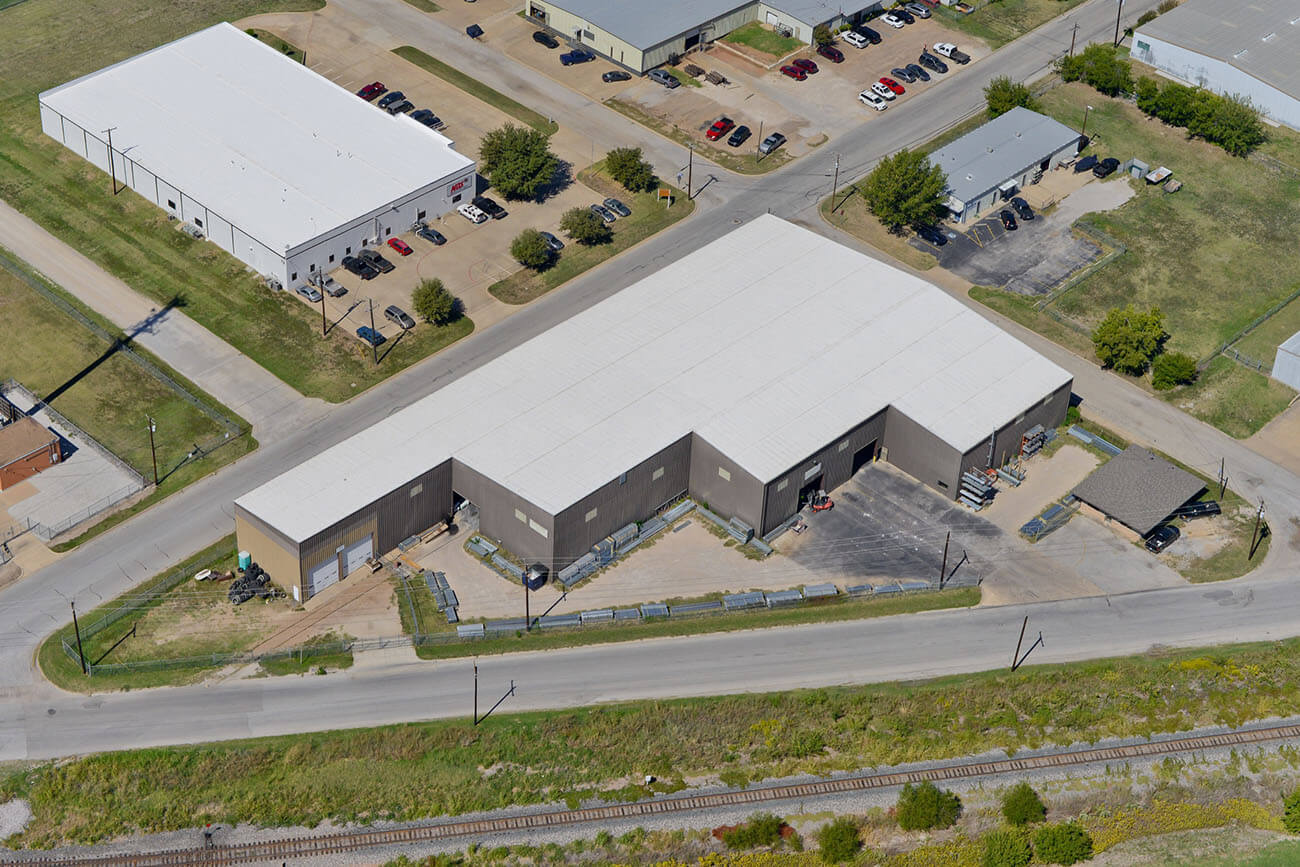 Large building with commercial roofing in fort worth